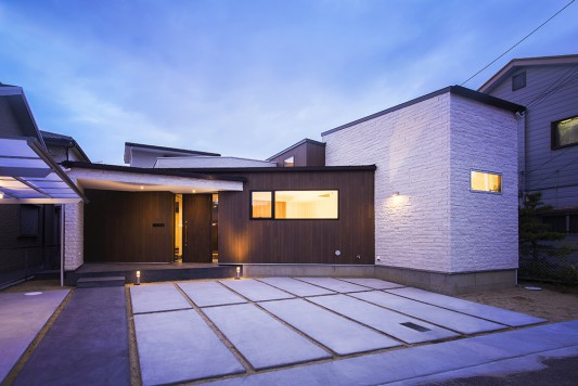 梅北の家-court house-