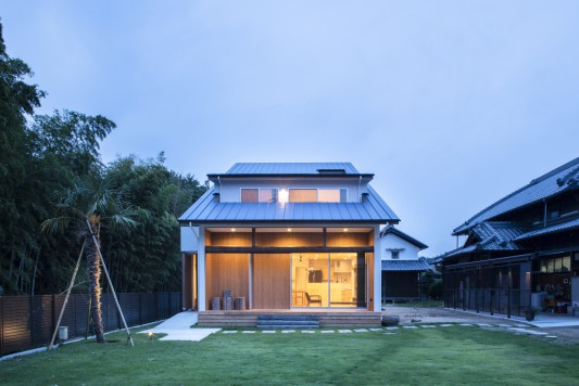 岸和田の家-wide eaves house-